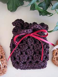 Gift_bag_in_24_k_burgundy_small2