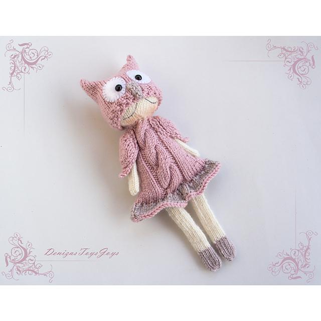 Poupée tricotée  Owly Naptime doll par Tatyana Korobkova
