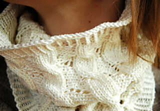 Cables_and_eyelets_cowl_3_small2