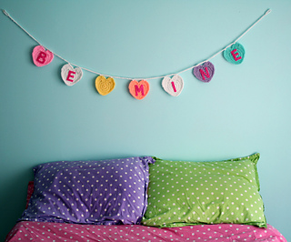 Be-mine-garland-wall-1024x852_small2