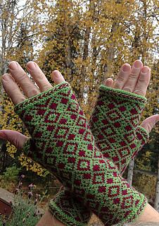 Pjalaska_diamond_mitt_back_of_hand_small2