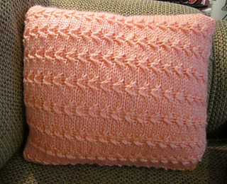Sideways_cable_pillow_002_small2