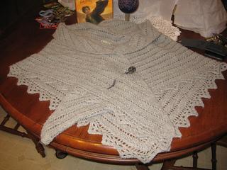 Van_dyke_chevron_shawl_with_shawl_pin_small2