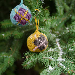 Xmasballs-7422-edit_small2