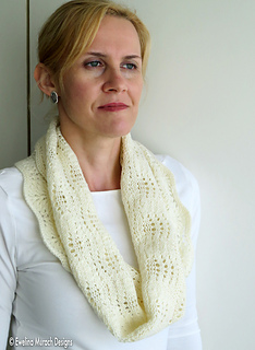 Feather_lace_cowl_2_c_small2