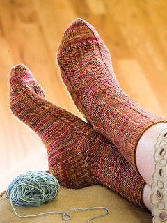 Herringbone-rib-socks_kristi-schueler_cropped_small2