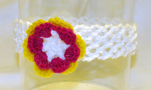 White_with_pink__white_and_yellow_flower_medium