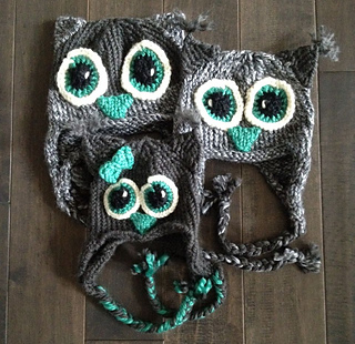 Family_of_knitted_owl_hats_small2