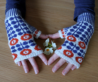 Finished_bunty_mittens_small2