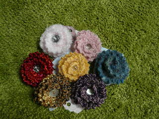 Flower_brooches_small2
