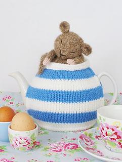 Cornish_dormouse_tea_cosy_by_debi_birkin_small2