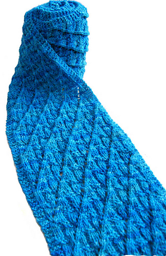Scarf_with_eyelets_4-150c_medium