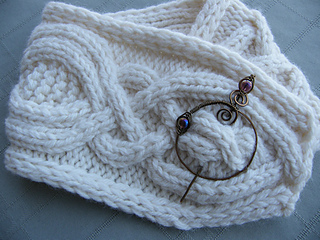 Riverport_cowl_with_michelles_bronze_pin_5-100c_small2