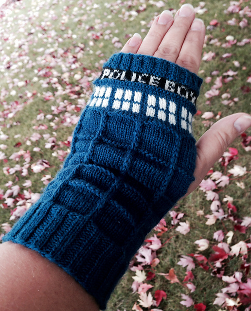 Tardis Gloves Knitting Pattern : the (proverbial) wall