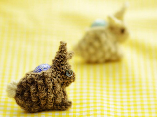 Bunny-with-egg_small2