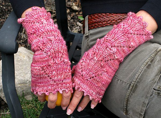 Dogwood_mitts_detail_2_resized_small2