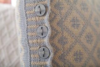 Ullared_cushion_button_band_small2