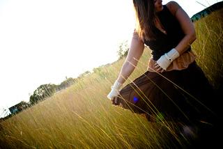 Romanticglovesknitwheatfield_small2