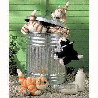 Four_cuddly_cats_dustbin_small2