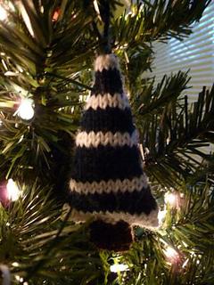 Christmas_tree_ornament_small2