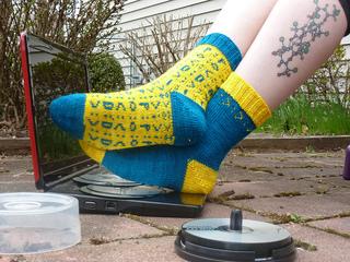 Emoticon_socks_3_small2