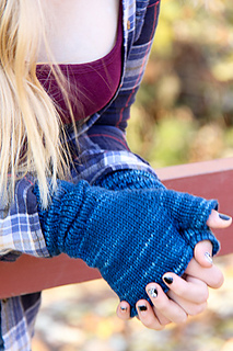 Ruckle_mitts_clasped_the_knitting_vortex_small2
