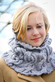 Chic_mega_cowl_closeup_the_knitting_vortex_small2
