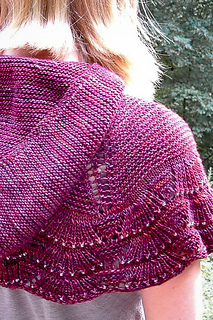 Escallop_capelet_closeup_the_knitting_vortex_small2