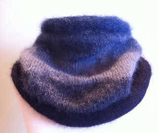 Molly_s_ombre_cowl_2_small2