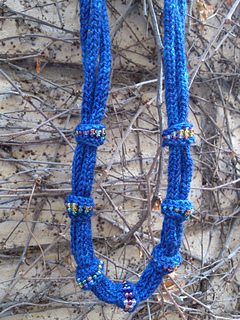 Blue_fino_knit_necklace_2_small2