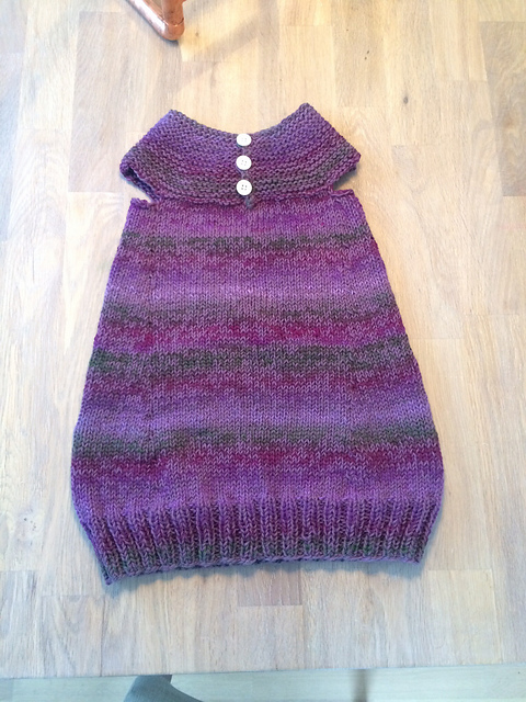 94da63e8 ... fra Pickles. Denne strikket jeg for en tid tilbake, men den er for  liten nå. Den jeg skal strikke nå blir lysere lilla, med innslag av rosa i  garnet som ...
