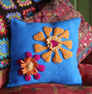 Pillow_felted_flowers_blog_small2
