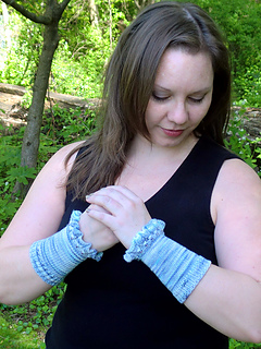 Pf4-short-clasped-hands_small2