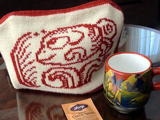 Rav1-coffeetable-cozy-on-teapot_small2