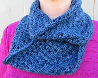 Midnight_lace_cowl_small2