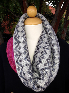 Drew_cowl_and_pink_fizz_pattern_photos_2013_029_small2