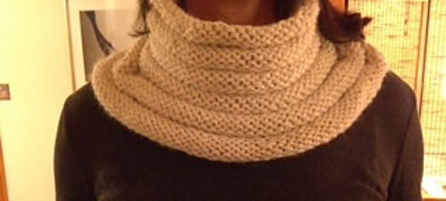 Laurie_bee_cowl_medium
