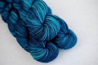 Deep_blue_sea_worsted__4__small2