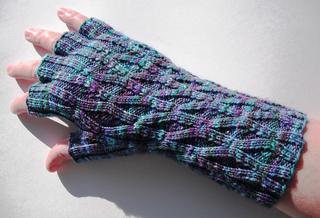 Long_monet_lattice_gloves_1_small2