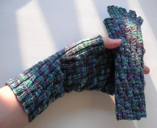 Long_monet_lattice_gloves_3_small2