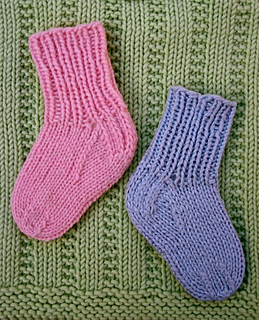 Learn_to_knit_baby_socks_small2
