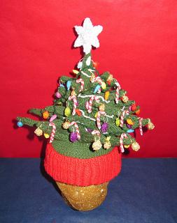 Christmas_tree_beanie_b_small2