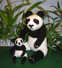 Panda_and_baby2_small