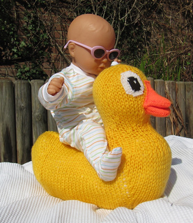 Giant_rubber_duck_toy_by_madmonkeyknits1_small2