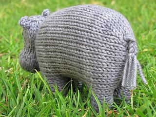 Hippo_knitting_pattern__harriet_small2