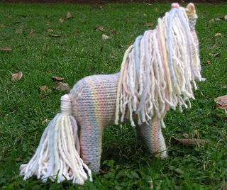 Knitted_horse_1_small2