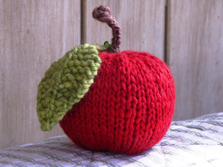 Knitted_apple_fruit_small2