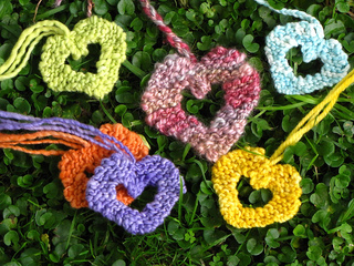 Knitted_valentine_hearts1_small2