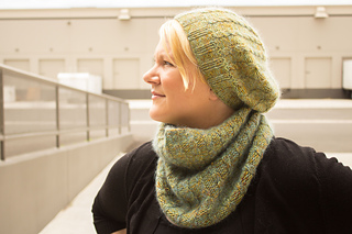 Merino_dk_and_db_angel_peavine_hat_and_cowl_kristen__5__small2