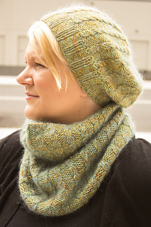 Merino_dk_and_db_angel_peavine_hat_and_cowl_kristen__4__small2